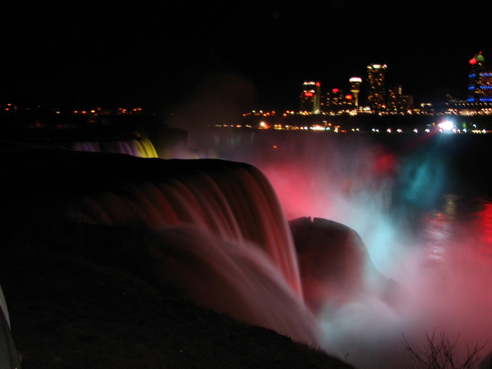 Niagara-Falls-at-night-8463