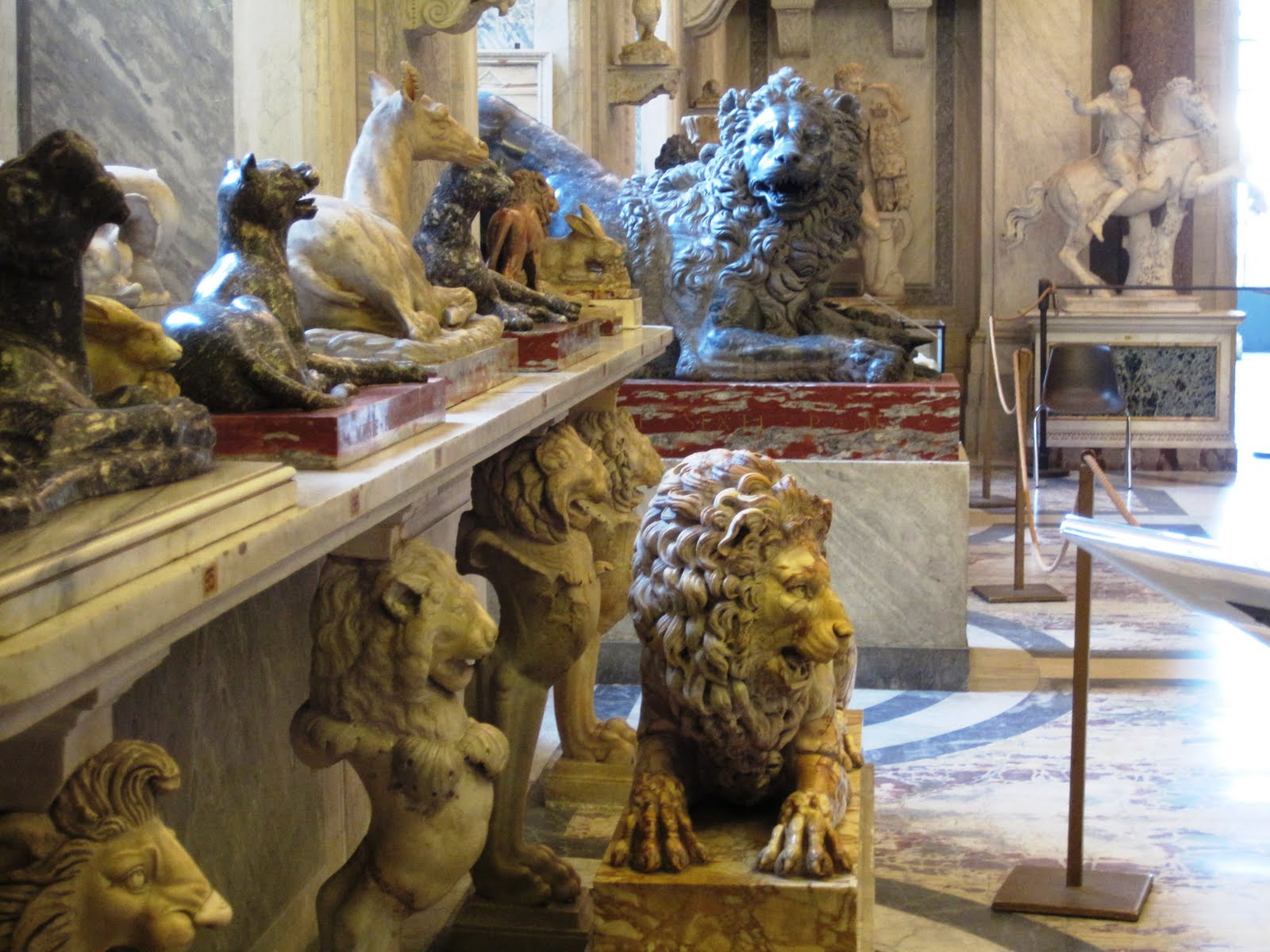 animal-room-in-vatican-museum