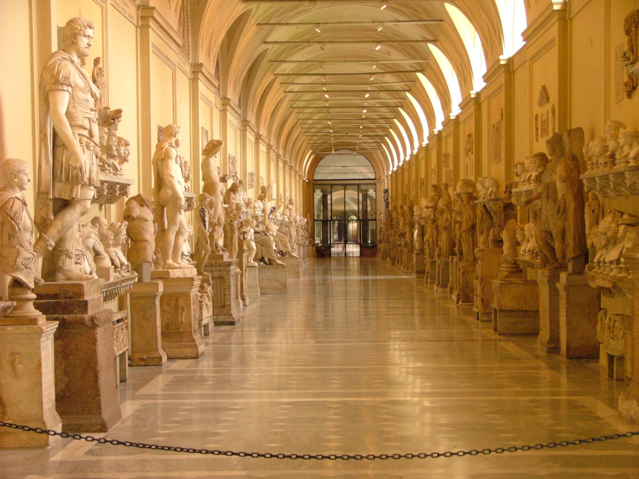 vatican_museums_statues