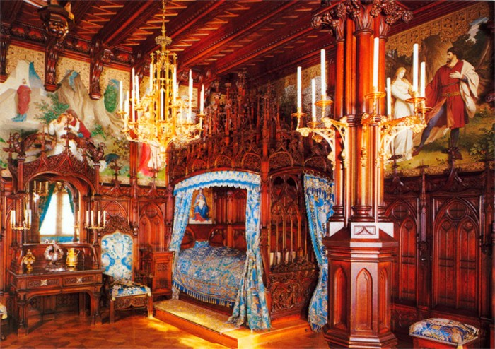 Neuschwanstein-luxury-bedroom